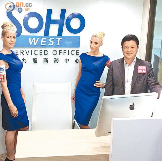 林子峰(右)表示,soho west商务中心外墙设有超过3层的广告位.图片