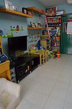 Apartment / Flat / Unit | HANG HONG ST 2, YIU ON EST, Hong Kong 1