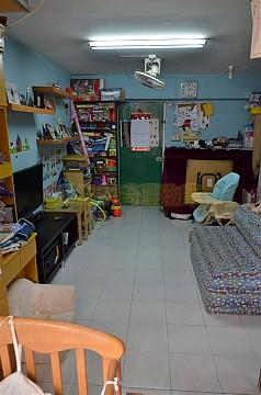 Apartment / Flat / Unit | HANG HONG ST 2, YIU ON EST, Hong Kong 2